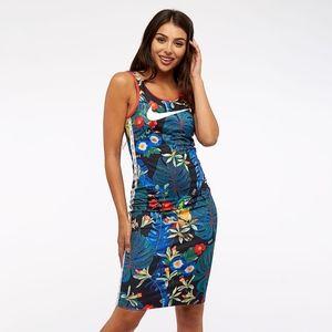 Nike Dress Hyper Femme Tee Small